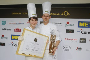 Marvin Böhm (r) gewinnt Bocuse d'Or Germany 2016, links Commis Hanna Karthaus / Stuttgart /  21.02.2016 / Foto: Bocuse d'Or Germany/Jörg Eberl